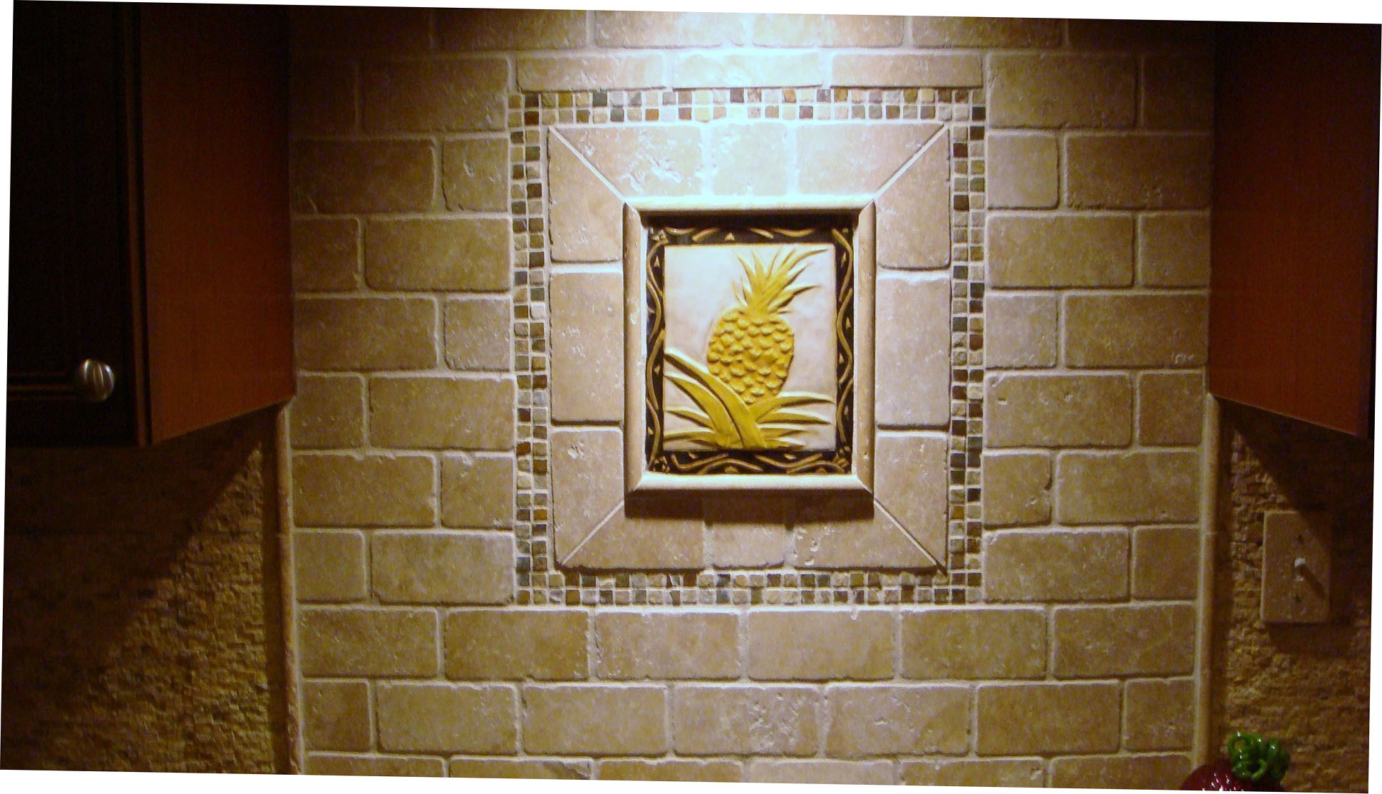 "8"" X 10"" decorative pineapple tile."